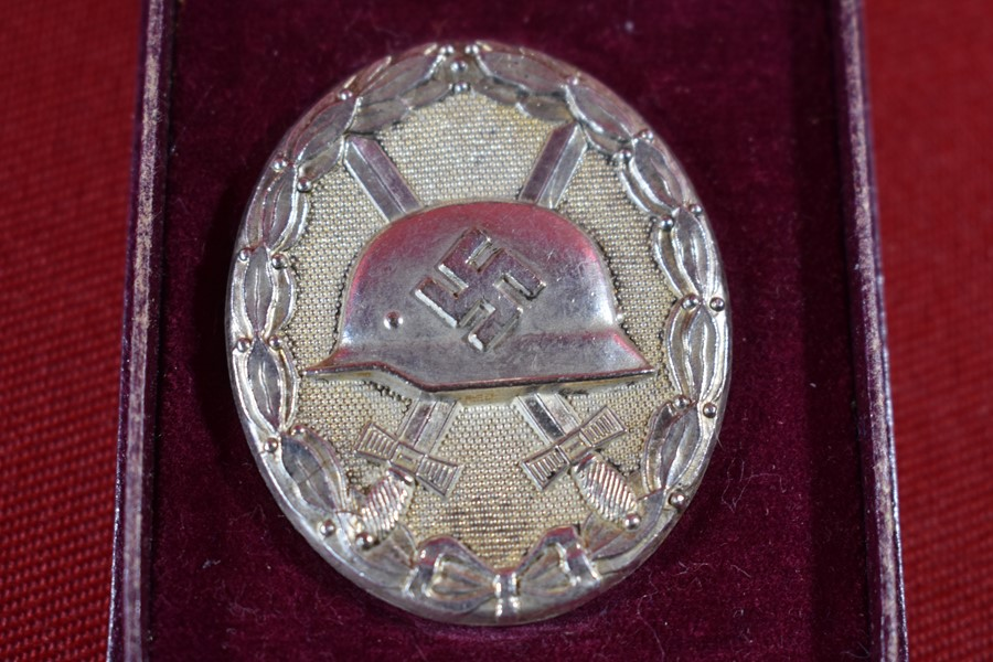 WW2 GERMAN CASED SILVER WOUND BADGE-SOLD