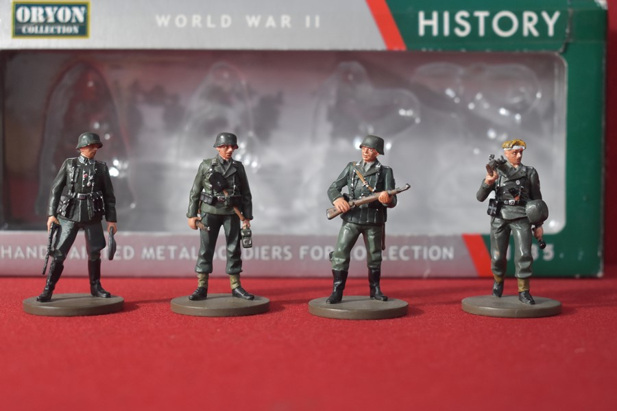 ORYON COLLECTION MILITARY FIGURES ART 2001 GERMAN PANZERGRENADIERS-SOLD