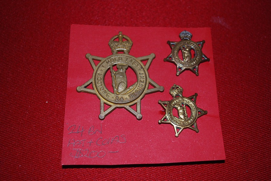 AUSTRALIAN 24 (KOOYONG REGIMENT) HAT AND COLLAR BADGES