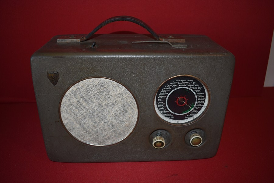 WW2 GERMAN U- 570 U BOAT RADIO HMS GRAPH