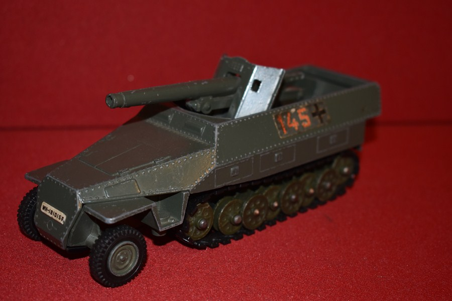 DINKY TOYS WW2 GERMAN TANK DESTROYER-SOLD