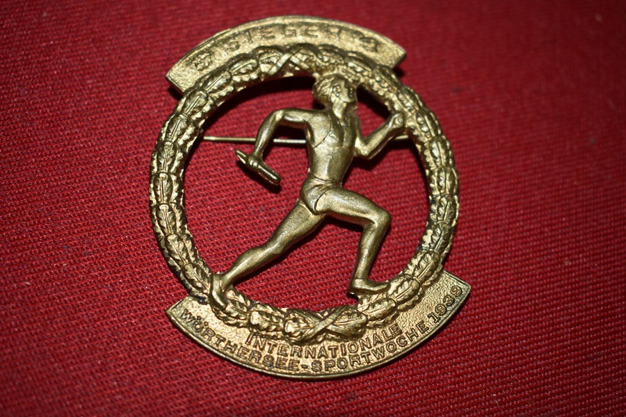 WW2 GERMAN INTERNATIONAL SPORTS WEEK BADGE 1939.  b