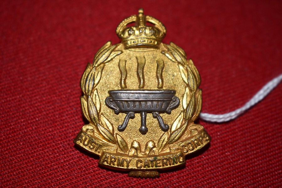 AUSTRALIAN ARMY HAT BADGE ARMY CATERING CORPS. 30-42-SOLD