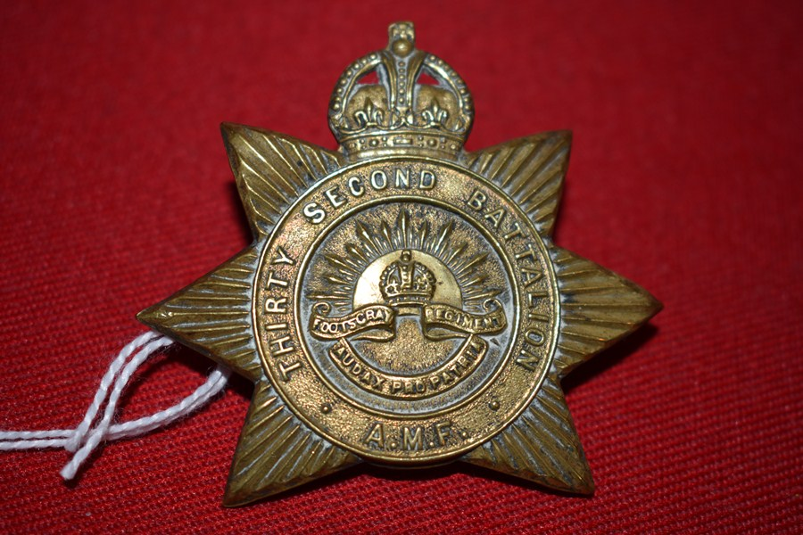 AUSTRALIAN ARMY HAT BADGE. 32BN THE FOOTSCRAY REGT. 30-42-SOLD