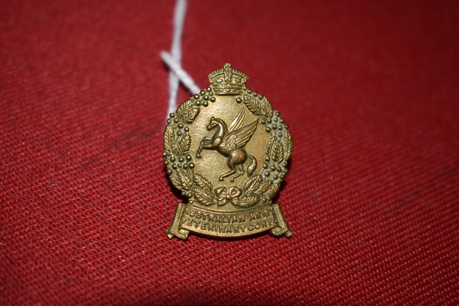 AUSTRALIAN ARMY COLLAR BADGE. VETERINARY CORPS. 30-42