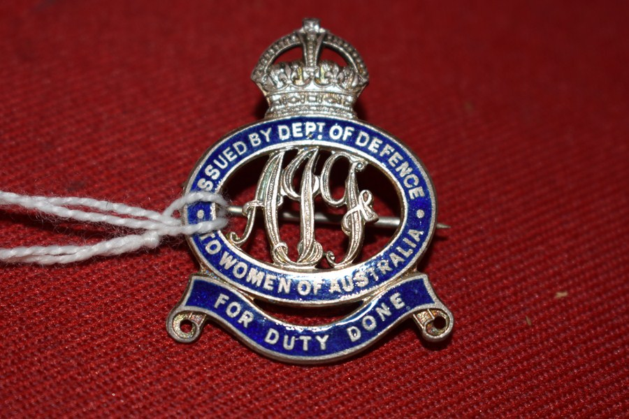 WW2 AUSTRALIAN DEPART OF DEFENCE BADGE. WOMEN OF AUSTRALIA FOR DUTY DONE.