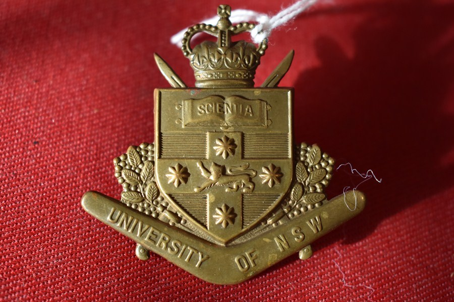 AUSTRALIAN ARMY HAT BADGE. UNIVERSITY OF NEW SOUTH WALES REGIMENT. 53-60