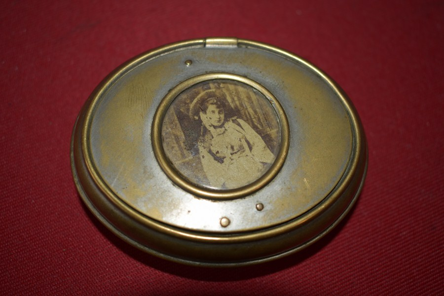 WW1 FRENCH SOLDIERS TOBACCO TIN-SOLD