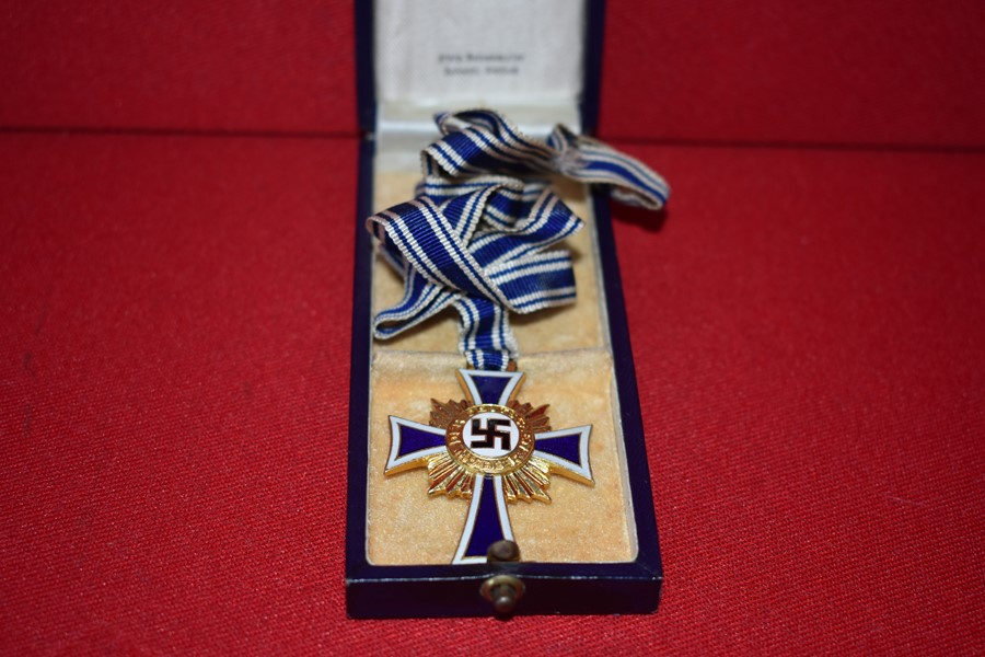 WW2 GERMAN MOTHERS CROSS IN GOLD IN ORIGINAL BOX OF ISSUE-SOLD