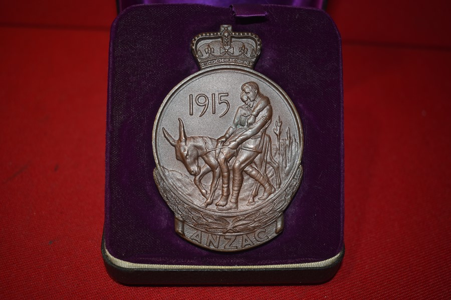 WW1 GALLIPOLI MEDALLION TO A PRIVATE IN 23 BN WOUNDED IN ACTION.