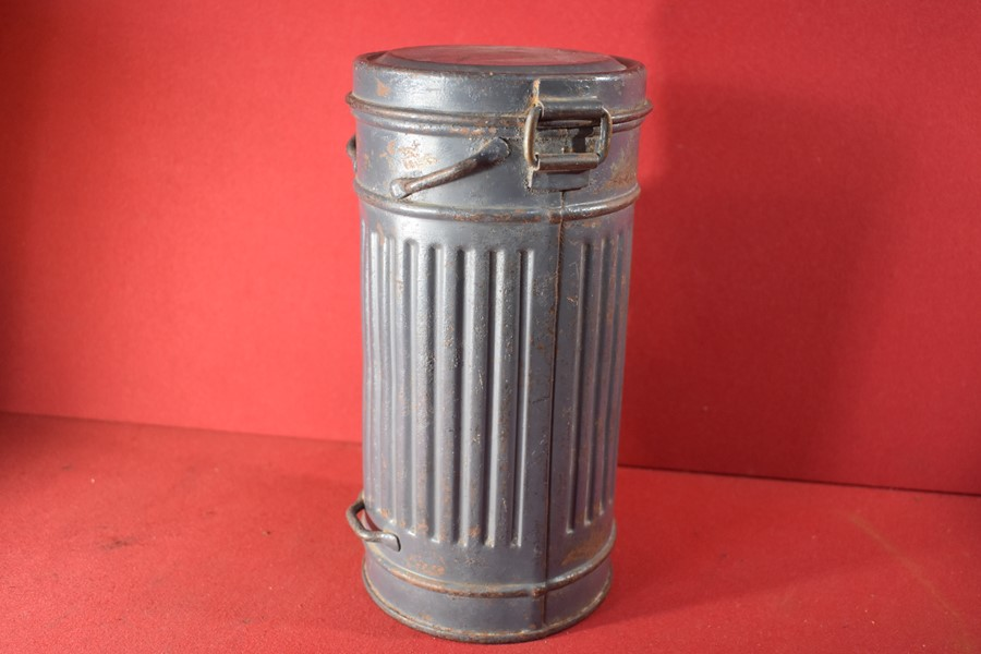 WW2 GERMAN LUFTWAFFE GAS MASK CANISTER