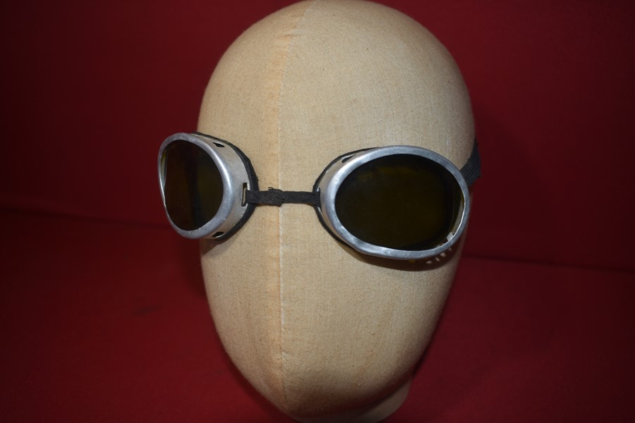 WW2 GERMAN PILOTS GOGGLES WITH TINTED LENSES