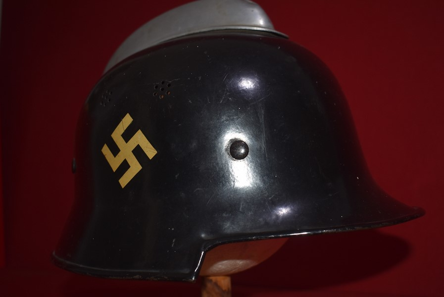 WW2 GERMAN FIREMAN (FUERWEHR) DOUBLE DECAL HELMET