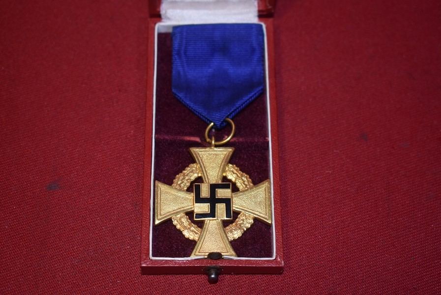 WW2 GERMAN 40 YEARS FAITHFUL SERVICE CROSS IN ORIGINAL BOX OF ISSUE.