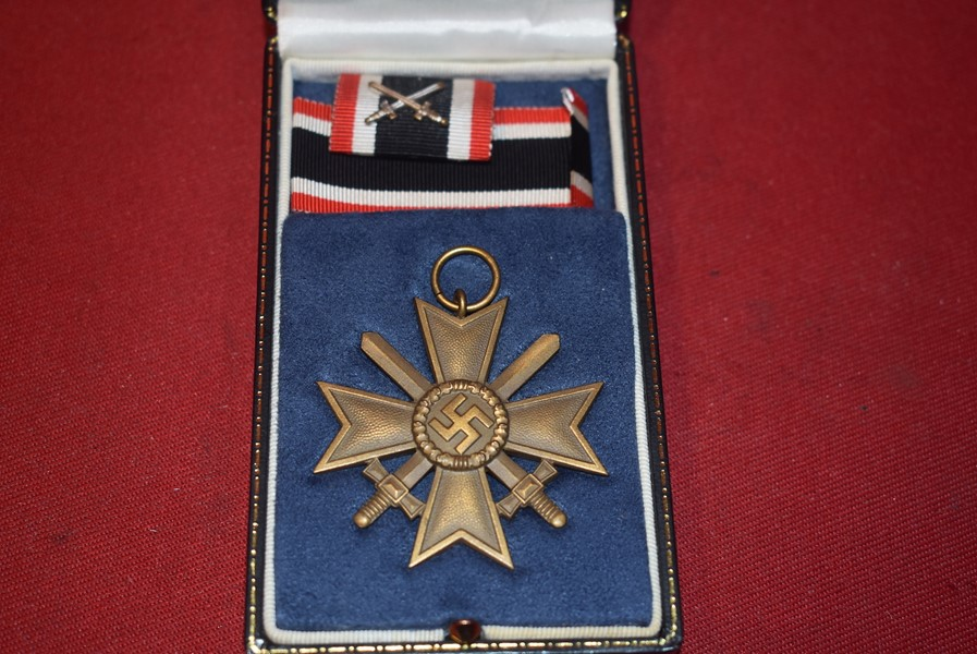 WW2 GERMAN WAR MERIT CROSS 2ND CLASS IN MODERN CASE