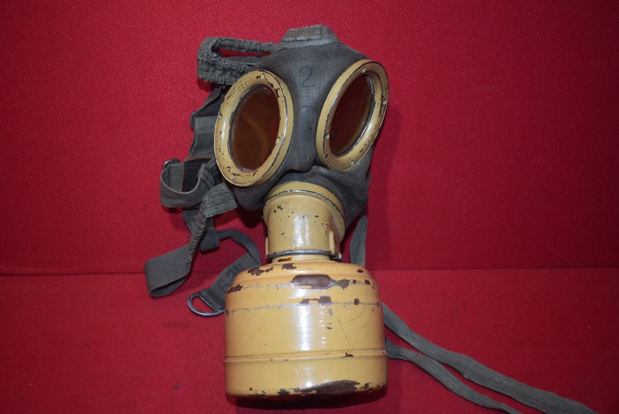 WW2 GERMAN AFRIKA KORPS GAS MASK