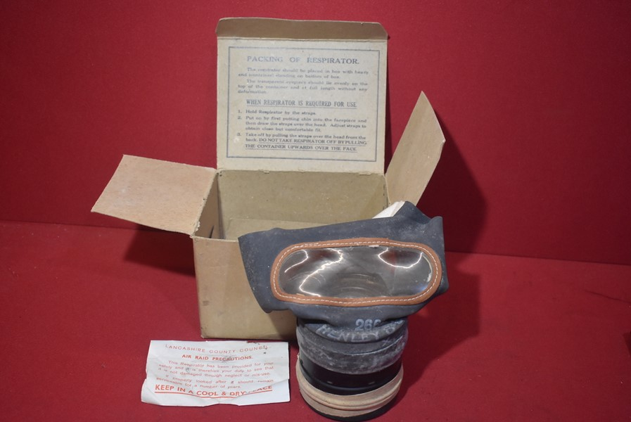 WW2 BRITISH CIVILIAN ISSUE RESPIRATOR UNUSED IN BOX OF ISSUE
