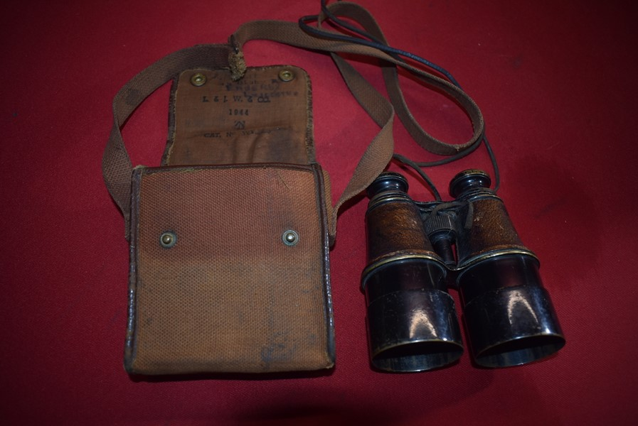 WW1/2 OFFICERS BINOCULARS AND CASE