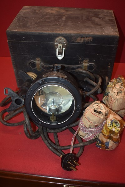 WW2 RAAF ALDIS LAMP IN BOX OF ISSUE WITH SPARE GLOBES