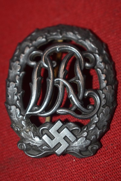 WW2 GERMAN DRL SPORTS BADGE IN SILVER