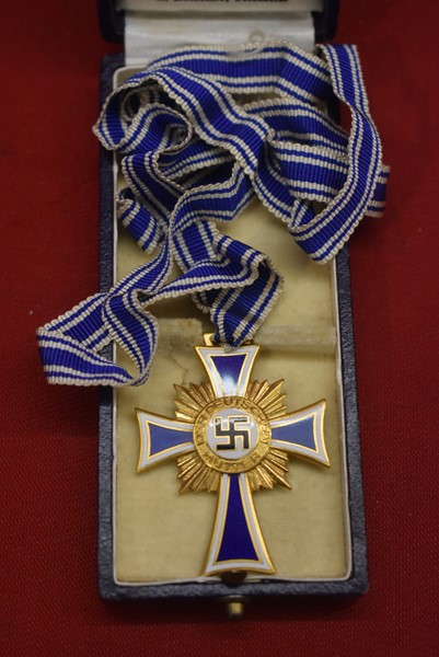 CASED WW2 MOTHERS CROSS IN GOLD with ribbon.