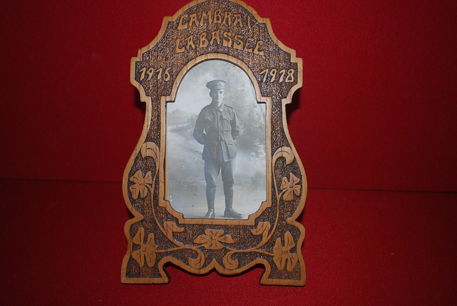 WW1 PERIOD CARVED PHOTO FRAME AND PHOTO