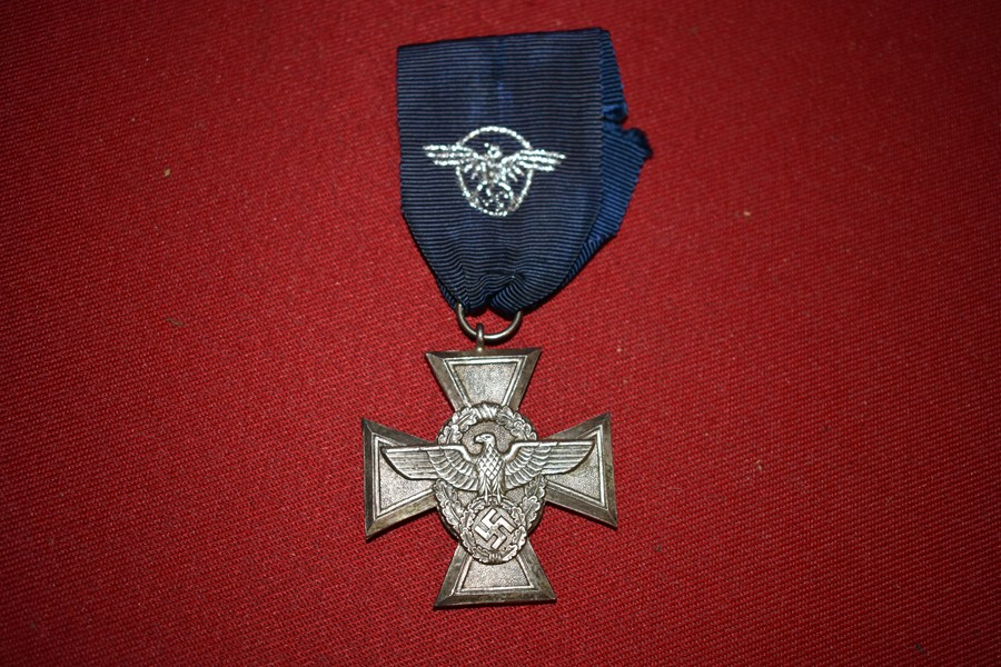 WW2 GERMAN POLICE 18 YEAR SERVICE MEDAL-SOLD