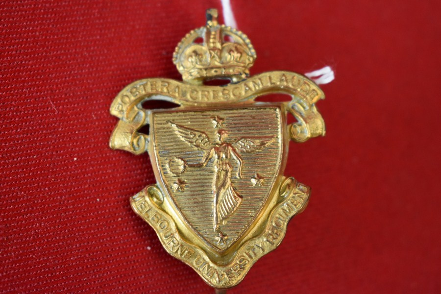 AUSTRALIAN ARMY HAT BADGE. MELBOURNE UNIVERSITY REGIMENT.