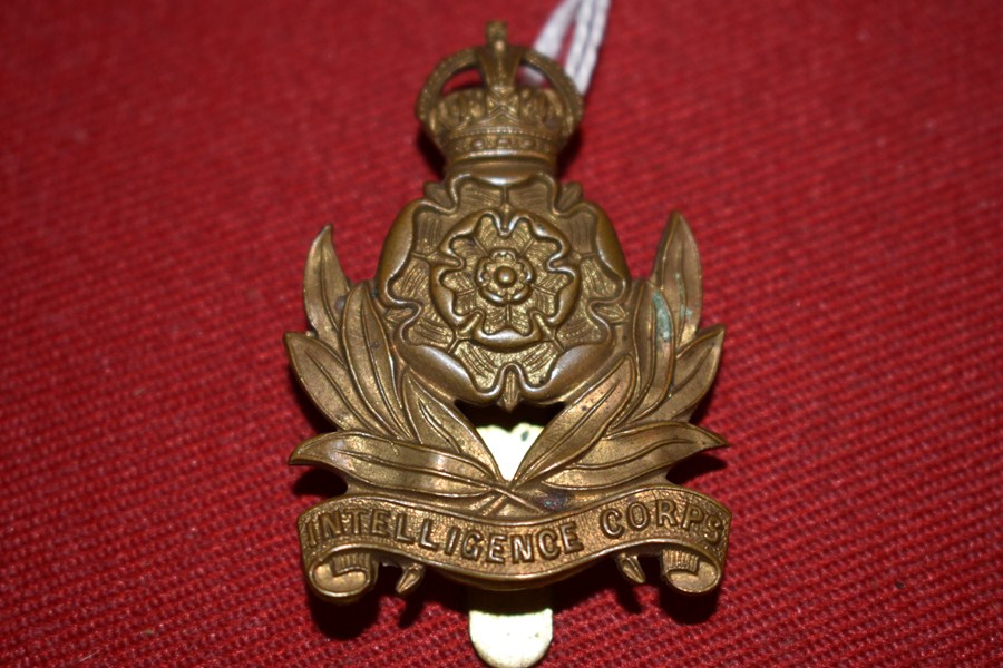 AUSTRALIAN ARMY HAT BADGE. INTELLIGENCE CORPS. 30-42