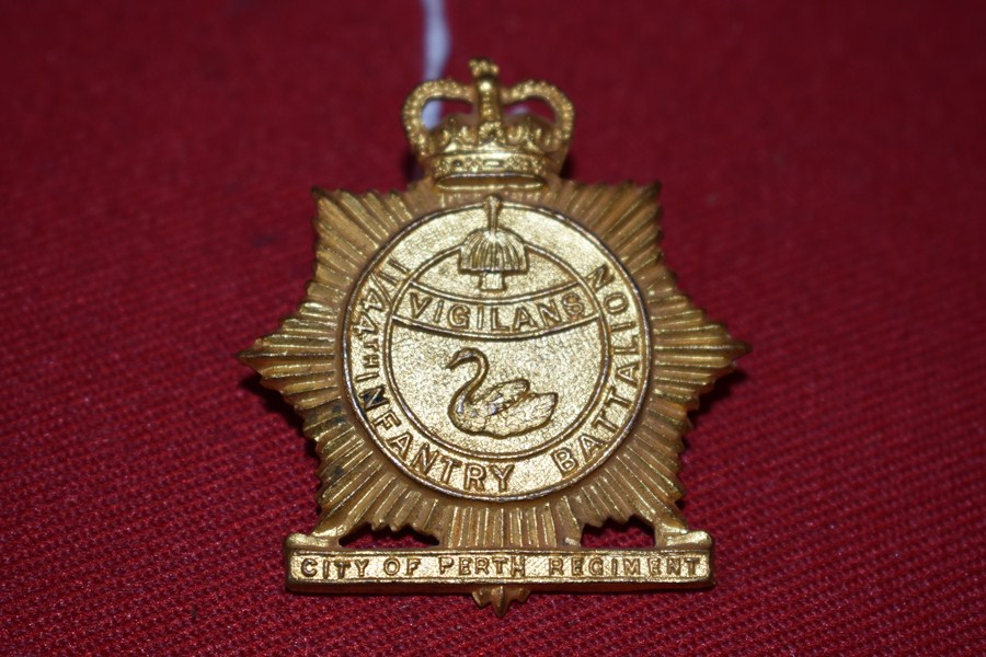 AUSTRALIAN ARMY HAT BADGE. 11/44BN CITY OF PERTH REGIMENT 53-60-SOLD