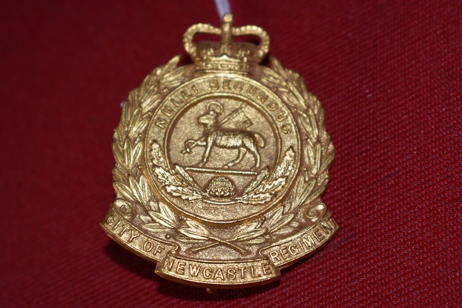 AUSTRALIAN ARMY HAT BADGE. 2BN CITY OF NEWCASTLE REGIMENT. 53-60
