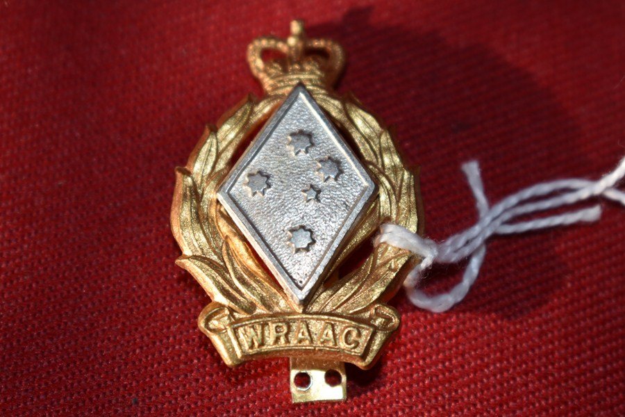 AUSTRALIAN ARMY HAT BADGE. WRAAC. 53-60.