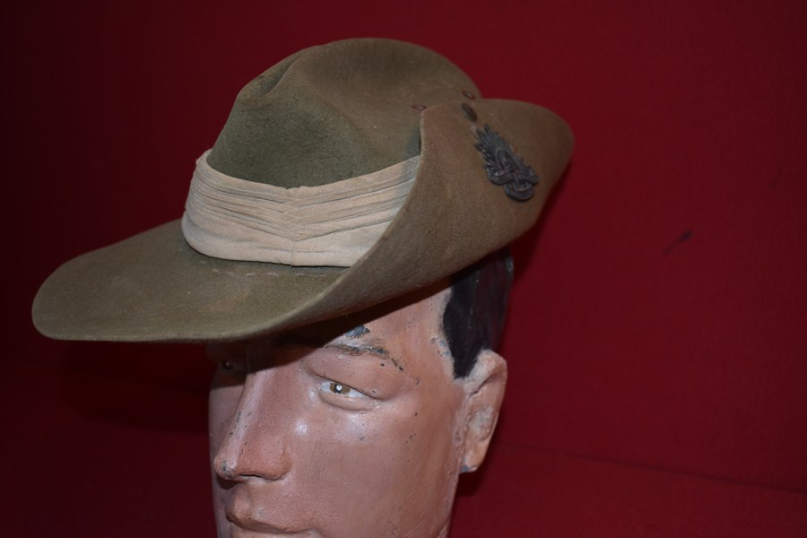 WW2 AUSTRALIAN SLOUCH HAT 2/4 INFANTRY BATTALION-SOLD