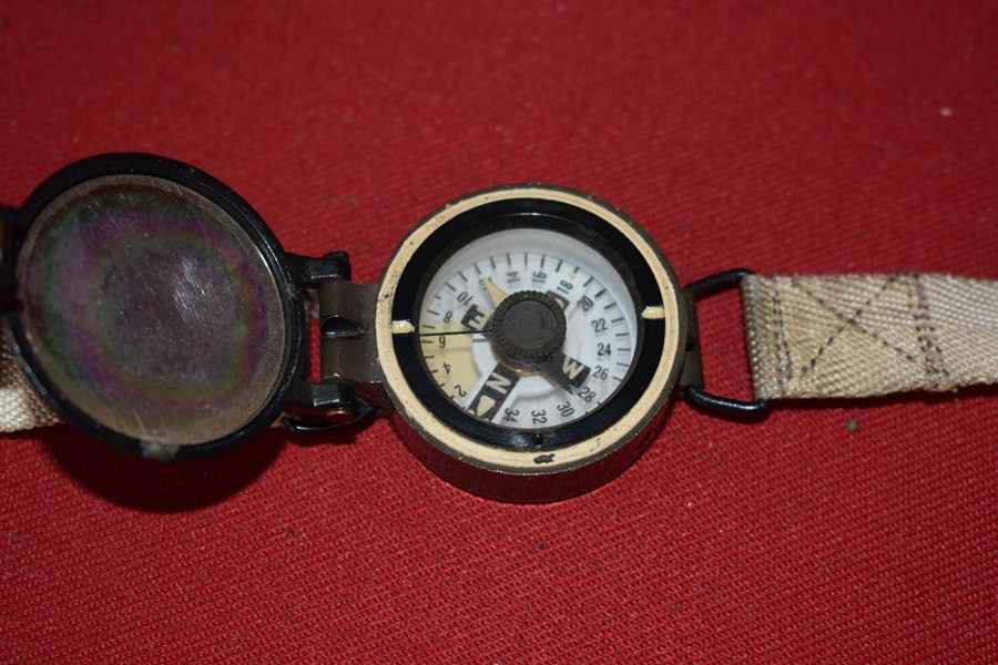 BRITISH ARMY SOLDIERS WRIST COMPASS