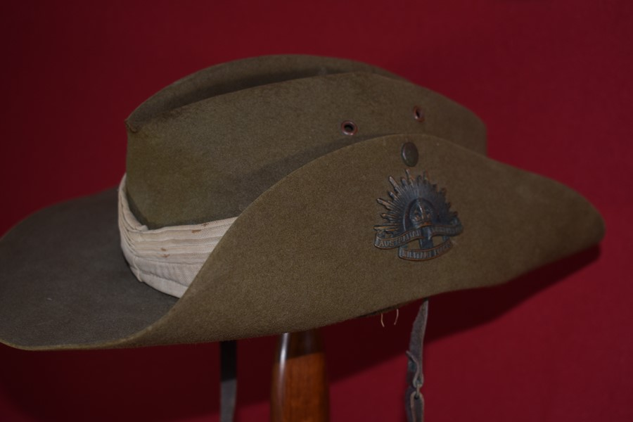 AUSTRALIAN SLOUCH HAT WW2..-SOLD