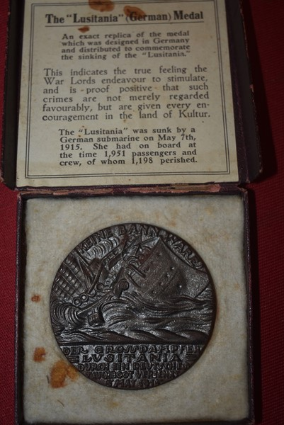 WW1 SINKING OF THE RMS-LUSITANIA MEDALLION AND BOX-BRITISH ISSUE.SOLD