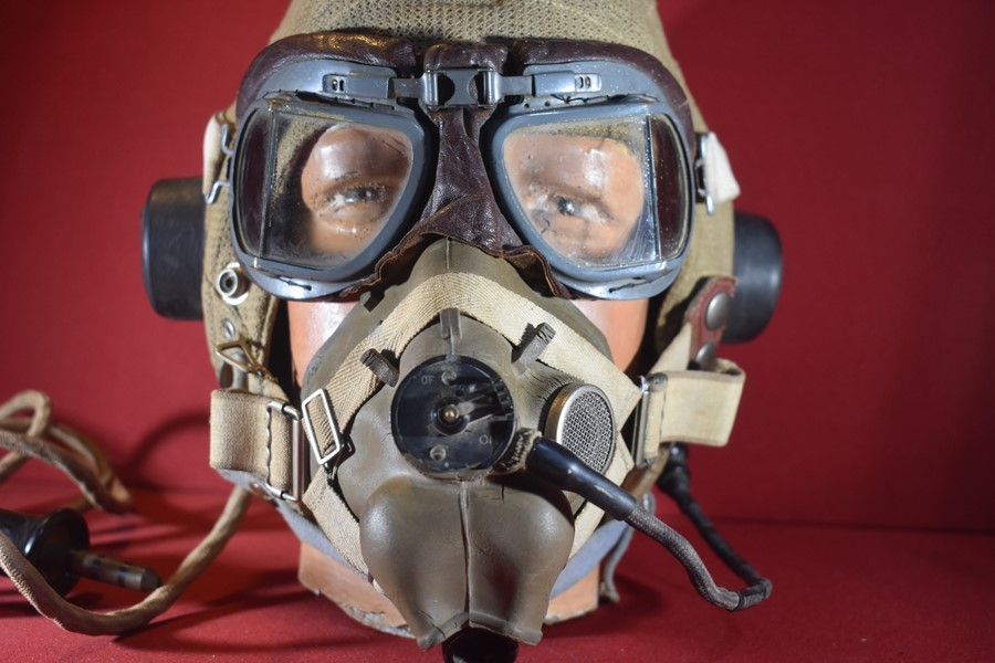 WW2 RAF/RAAF FIGHTER PILOTS TROPICAL HELMET, GOGGLES AND OXYGEN MASK.