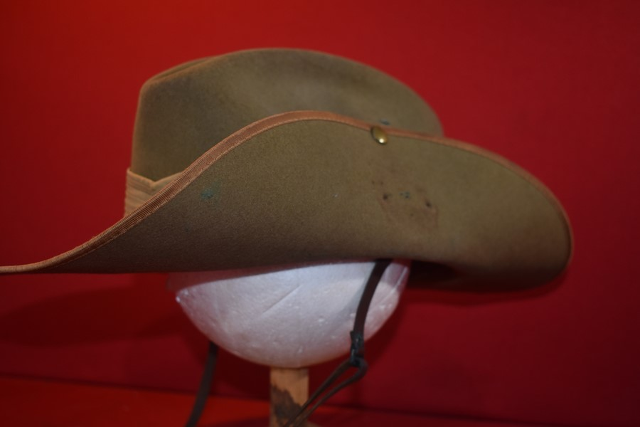AUSTRALIAN ARMY SLOUCH HAT KOREAN WAR PERIOD DATED 1952-SOLD