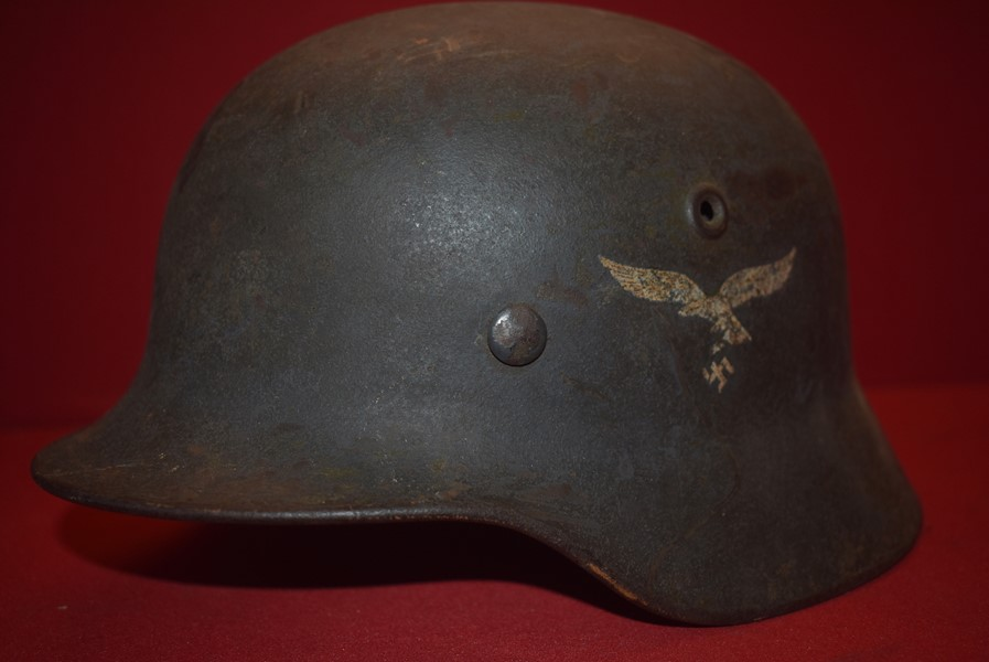 COMBAT WORN WW2 GERMAN M40 SINGLE DECAL LUFTWAFFE HELMET