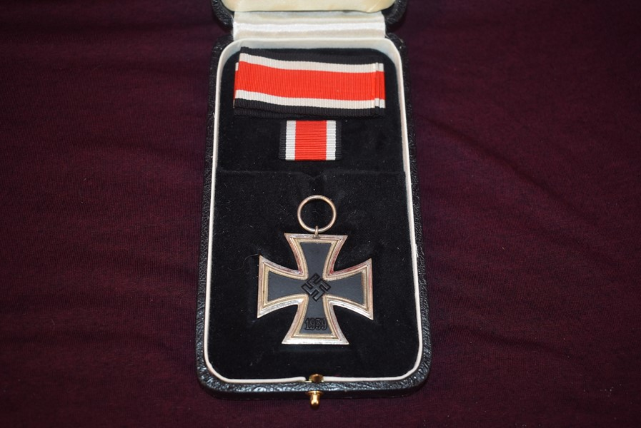 WW2 GERMAN CASED IRON CROSS SECOND CLASS MAKER MARKED 23 -SOLD