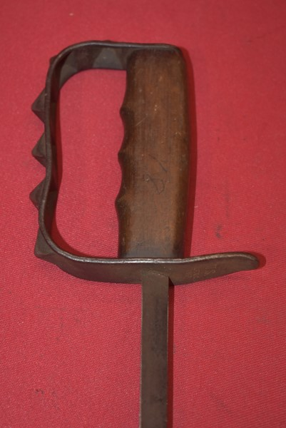 WW1 US MODEL 1917 KNUCKLE-GUARD TRENCH KNIFE BY LF&C-SOLD