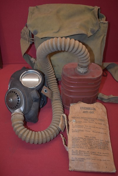 WW2 BRITISH/AUSTRALIAN GAS MASK COMPLETE IN CARRY BAG-SOLD