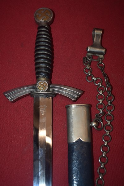 WW2 GERMAN LUFTWAFFE FIRST PATTERN OFFICERS DAGGER WITH HANGING CHAIN BY SMF-SOLD